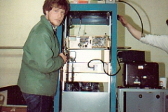 VE6AMC-joining-us-for-install-of-146_680-VE7RNA-at-Saturna-Island-May-1985